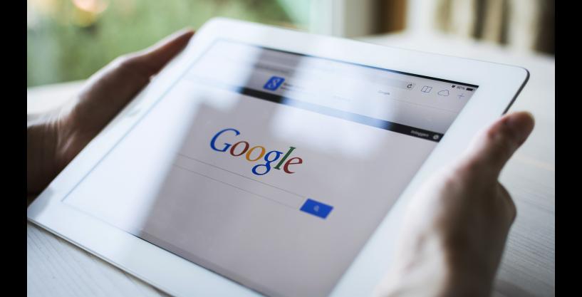 https://hrbilisim.com/Google Aramalarında Yeni Dönem, Google, bundan yaklaşık 20 yıl önce arama motorunu kullanıma sunduğundan beri, arama indeksinde düzenlemeleri ve diğer sıra